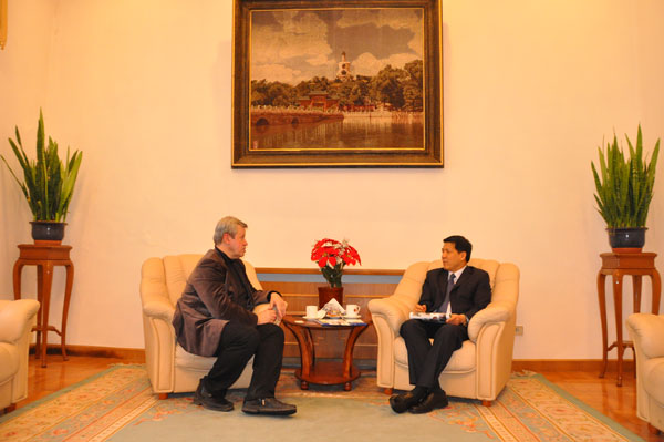 Чрезвычайный и Полномочный Посол КНР в России Ли Хуэй и президент НАФ А Стрыгин